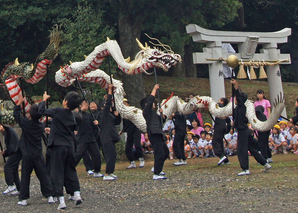 Dragon dance of Mikuriya Kunchi